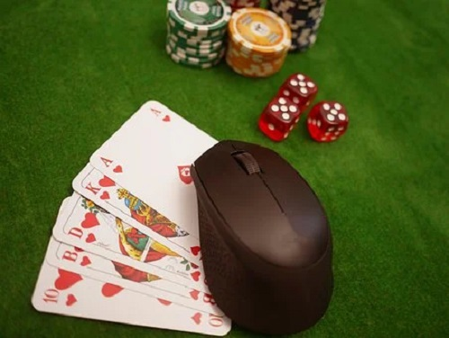 What are the reasons for the growth of online gambling?